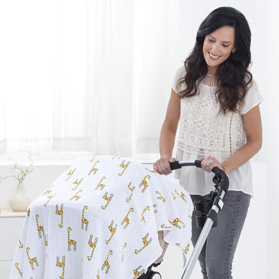 swaddle-muslin-baby-mom-giraffe