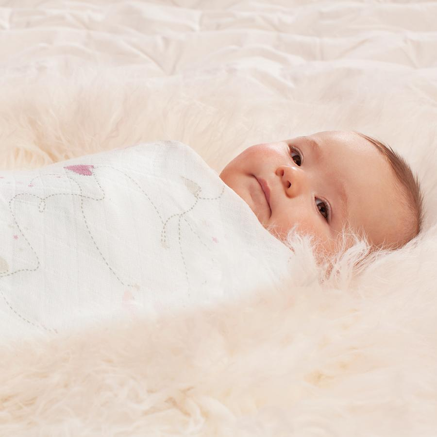 swaddle-muslin-baby-pink-hearts
