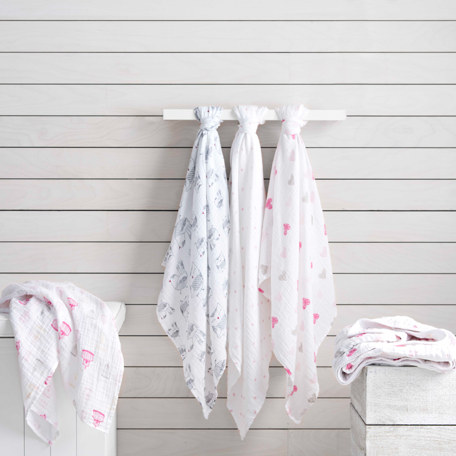 classic-swaddle-lovebird-hanging