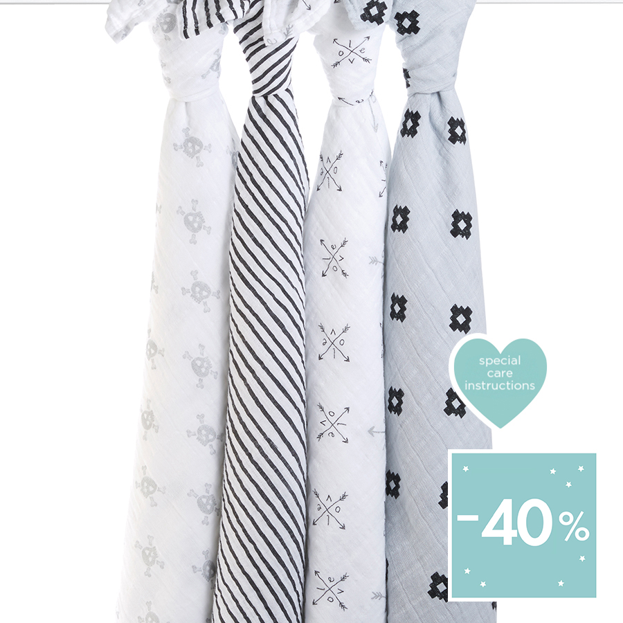 classic-swaddle-love-struck-hanging