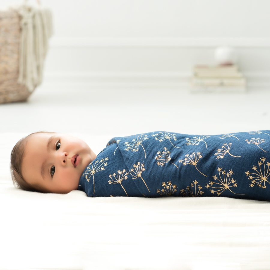 swaddle-muslin-baby-sleep-metallic-gold-deco