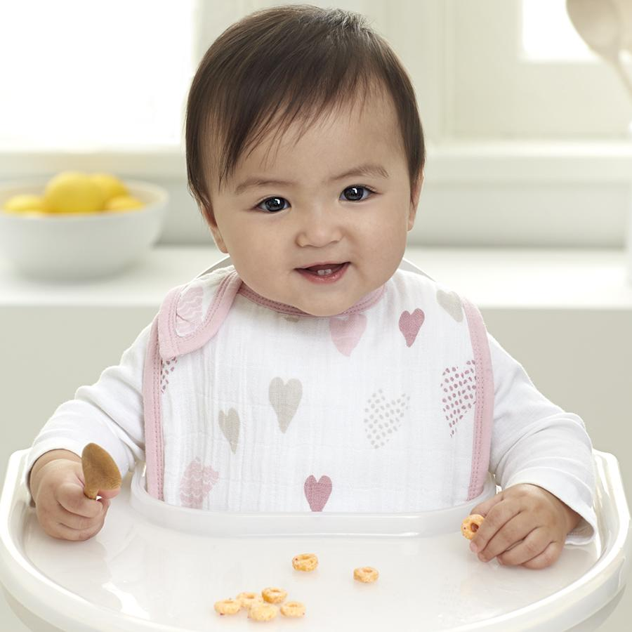 bib-muslin-snap-baby-eat-pink-heart