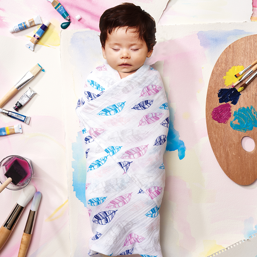 swaddle-muslin-pink-feathers-baby