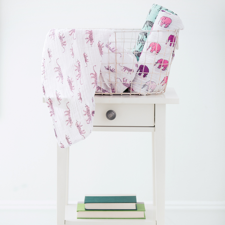 muslin-swaddle-pink-tigers